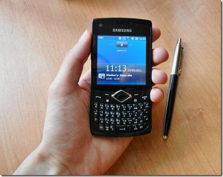 Samsung B7350 Omnia Pro 4 в руке